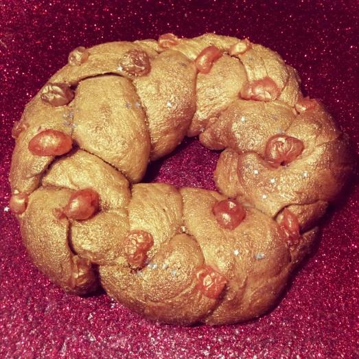 A golden Rosca de Reyes