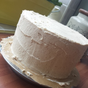 how to ice a cake with buttercream